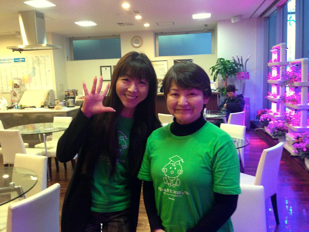 理事長の恵さん(右)と理事の西村実花さん。西村さんの本業はアナウンサー。写真が下手ですみません(^_^;)